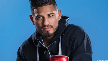 Abner Mares Hosts South LA Thanksgiving Meal Drive